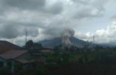 Hari Ini Gunung Sinabung Erupsi Lagi - JPNN.com