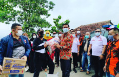 Bakti Sosial, Pemuda Pancasila Bagikan Sembako kepada Warga Subang - JPNN.com