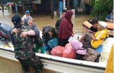 TNI AL Distribusikan Sembako Kepada Warga Terdampak Banjir di Kalsel - JPNN.com