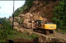 Alhamdulillah, Jalan Poros Majene - Mamuju Kembali Bisa Dilewati - JPNN.com