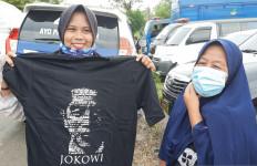 Begini Perasaan Warga Kalsel yang Dapat Kaus dari Jokowi - JPNN.com