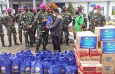TNI AL Distribusikan Bantuan Kepada Ratusan Korban Gempa Mamuju, Semoga Bermanfaat - JPNN.com