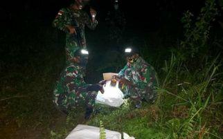 Prajurit TNI Menyergap 4 Orang yang Masuk Lewat Jalan Tikus