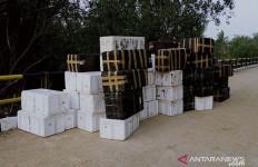 Puluhan Boks Ditinggal Pemiliknya di Jembatan, Rp 40,5 Miliar - JPNN.com