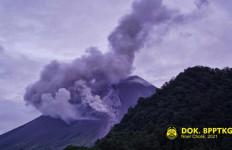 Awan Panas Guguran Gunung Merapi Meluncur - JPNN.com
