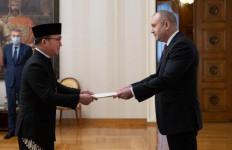 Hari Pertama Kerja, Dubes Iwan Bogananta Menghadap Presiden Bulgaria - JPNN.com