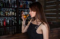 Waduh, Ini 5 Efek Samping Menakutkan Minum Alkohol untuk Kesehatan Wanita - JPNN.com
