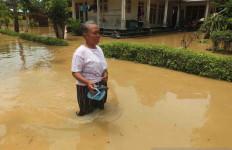 Tembok Salah Satu Pesantren di Jember Jebol Diterjang Banjir - JPNN.com