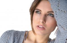 8 Cara Mudah Kurangi Minyak Berlebih di Wajah - JPNN.com