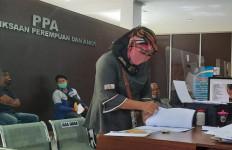 Tak Terima Dituduh Sembarangan, Bu Sumarni Serang Balik, Panas! - JPNN.com