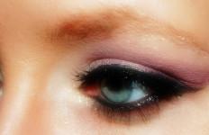 4 Tips Agar Aplikasi Eyeliner Tidak Luntur dari Mata Anda - JPNN.com