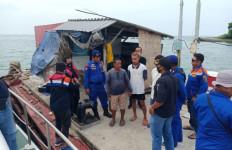 Tabrakan di Perairan Gresik, Kapal TB Mitra Jaya XIX Hilang Kontak - JPNN.com