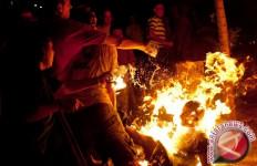 Demo Antipemerintah Diwarnai Aksi Bakar Diri, Ngeri - JPNN.com