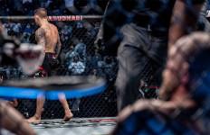 UFC 257: Conor McGregor Bertekuk Lutut di Kaki Dustin Poirier - JPNN.com