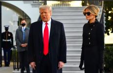 Jangan Iri ya, Melania Trump Jinjing Tas Seharga Rp 701 Juta Tinggalkan Gedung Putih - JPNN.com