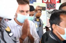 Gelar Pesta Saat Pandemi Corona, Turis Rusia Dideportasi Imigrasi Bali - JPNN.com