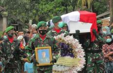 TNI Gelar Upacara Kebesaran untuk Jenazah Praka Dedi yang Tewas Ditembak KKB - JPNN.com