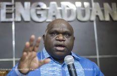 Wah Natalius Pigai Curhat soal Rasisme di Papua pada Menhan Amerika - JPNN.com