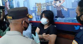 5 Fakta Perempuan Muda Berbuat Begituan dengan Pria Misterius di Halte Bus, Bikin Geleng-geleng Kepala