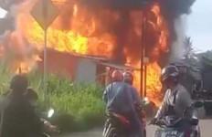 SPBU Mini, Warung Kopi, 4 Motor, dan Bengkel Tambal Ban di Bogor Terbakar - JPNN.com