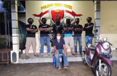 Dukun Mengajak Pasiennya Berobat di Dalam Kamar Mandi, Pintu Dikunci - JPNN.com