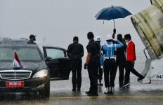 Jokowi Disambut Hujan Deras saat Tiba di Sumsel - JPNN.com