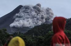 Gunung Merapi Muntahkan Lava Pijar dan Mengalami 29 Kali Gempa, Siaga! - JPNN.com