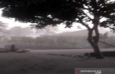 Merapi Erupsi, Boyolali Tertutup Hujan Abu - JPNN.com