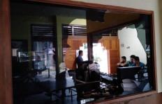 Mapolsek Sungai Pagu Diserang, Kaca Pecah, Polisi Masih Bertahan - JPNN.com