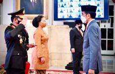Tak Ada Jabat Tangan untuk Kapolri Jenderal Listyo Sigit Usai Dilantik di Istana - JPNN.com