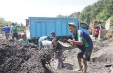 Banjir Lahar Dingin Merapi Membawa Berkah Buat Seorang Pelajar - JPNN.com