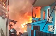 Kesal Tak Diberi Uang Buat Beli Sabu-sabu, Taswin Bakar Kasurnya, 18 Rumah Ludes Terbakar, Edan - JPNN.com
