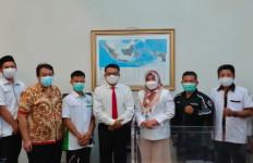 Tidak Tanggung-tanggung, Delegasi Honorer Usia Tua Langsung ke Istana - JPNN.com
