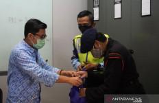 2 Petugas Transjakarta Lutfi dan Fina Memang Luar Biasa, Heroik - JPNN.com