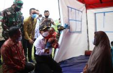 Muhadjir Effendy Tunjukkan Perhatian Kepada Pengungsi Anak dan Ibu-Ibu - JPNN.com