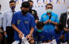 Penyelundupan Dua Kilogram Sabu-sabu dalam Sepatu Digagalkan - JPNN.com