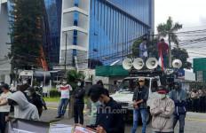 Tuntutan Liberty Dicopot Menguat, Puluhan Anak Muda Geruduk Kanwilkum HAM DKI Jakarta - JPNN.com