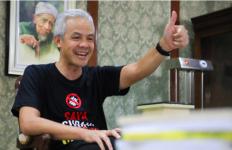 Pelaksanaan Vaksinasi Covid-19 Jateng Tertinggi di Indonesia, Ganjar Dipuji Menkes dan Menteri Tito - JPNN.com
