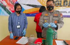 Mbak DW Kejam Banget, Anak Kandung Sendiri Disiksa, Disiram Air Panas - JPNN.com