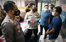 Si Bos Tertangkap, Menunduk, Diam di Depan AKBP Jakin - JPNN.com