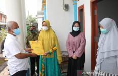 Wali Kota Bekasi Temui Keluarga Almarhum Kapten Didik, Korban Sriwijaya Air SJ182 - JPNN.com
