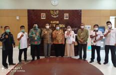 Mendikbud Diminta Dorong Keppres Pengangkatan Honorer Nonkategori 35+ jadi PNS - JPNN.com