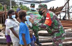 Korem 174 Merauke Bagikan Ribuan Masker Gratis Kepada Masyarakat - JPNN.com