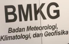 Peringatan Serius, BMKG Minta Warga Jabodetabek Waspada Jelang Malam Nanti - JPNN.com
