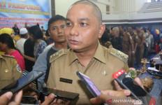 Bupati Tapteng Pastikan Tindak Tegas Pimpinan OPD yang Telat Bayar Gaji Honorer - JPNN.com