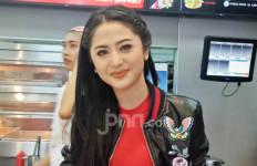 Dewi Perssik: Aduh Sayang Berisik Sekali Pagi-pagi - JPNN.com
