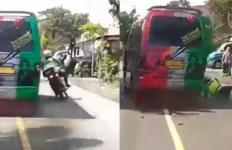 Sopir Minibus Nekat Tabrak Aipda Ivan, Duh Sampai Tersungkur dekat Ban Mobil - JPNN.com