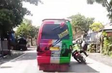 Lihat Tuh, Sopir MPU Tabrak Polisi Sampai Kayak Begini, Braaak - JPNN.com