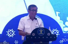 Sebelum jadi Orang Sukses, Menteri Yasonna Bercerita Pernah Jadi Tukang Antar Koran - JPNN.com
