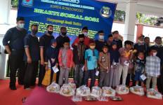 Bersyukur Rekrutmen PPPK Bakal Dibuka, Honorer K2 Berbagi dengan Anak Yatim - JPNN.com
